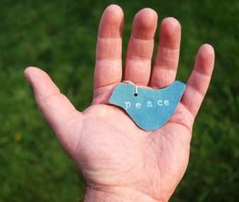 hand holding peace via stockxchang